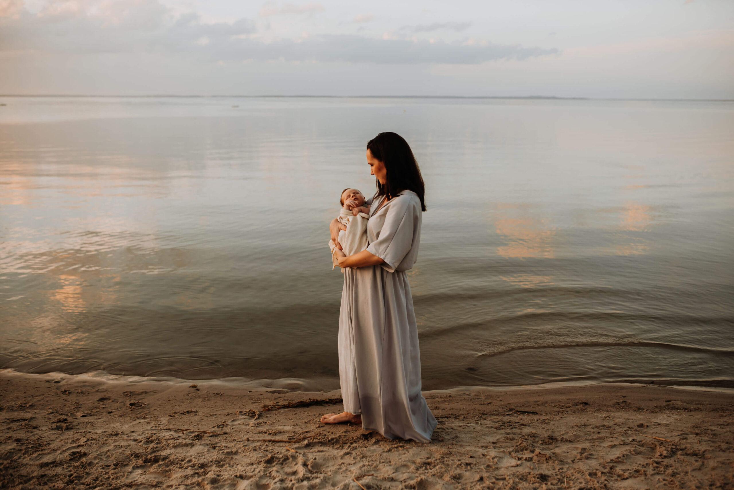 Mutter und Baby am Strand von Ueckermünde
